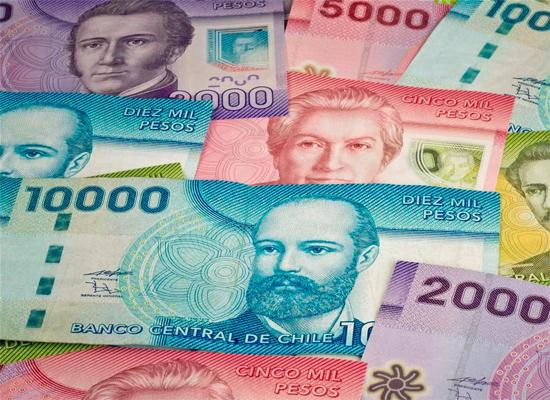 Notas de pesos chilenos, moeda local de Santiago do Chile.