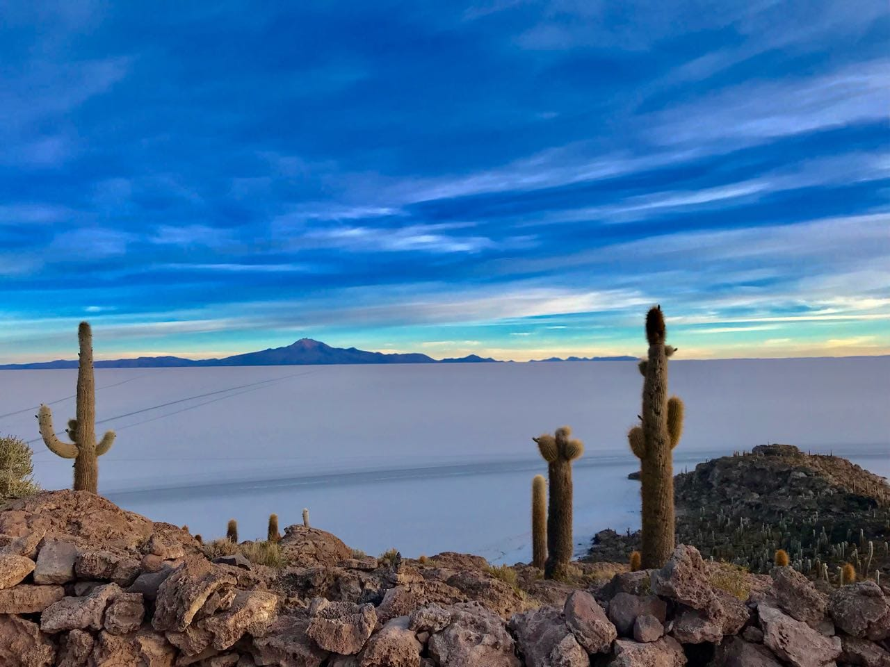 Salar do Uyuni com termino na Bolívia